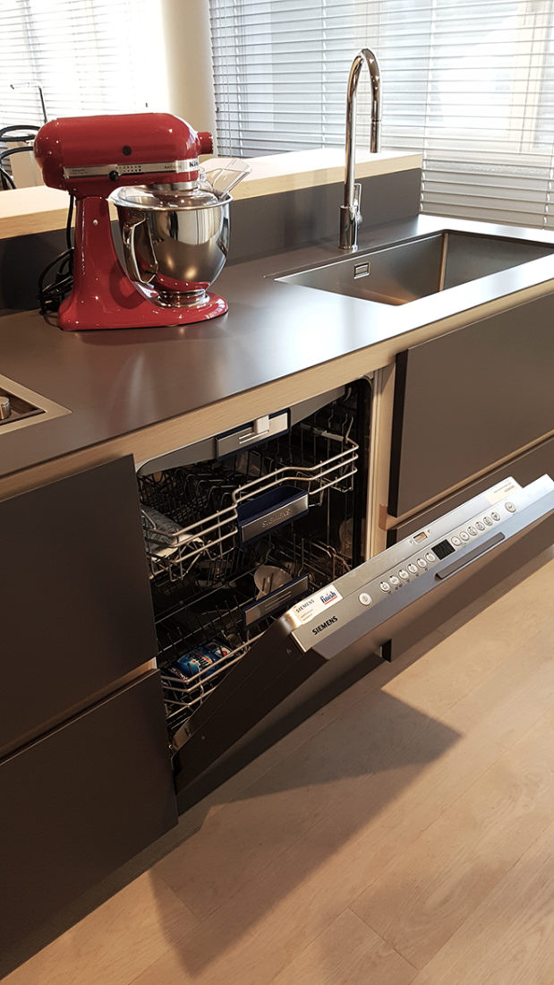 Cucina con isola artex varenna iori arredamenti - Isola lavoro cucina ...