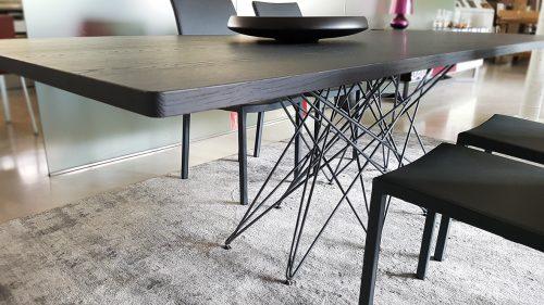 tavolo moderno Octa di Bonaldo in legno massello