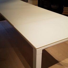 Tavolo moderno allungabile in vetro extrachiaro bianco acidato