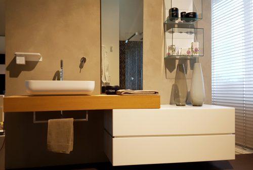 mobile bagno in legno dal design moderno