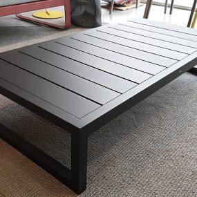 tavolino da esterno di design Kettal scontato