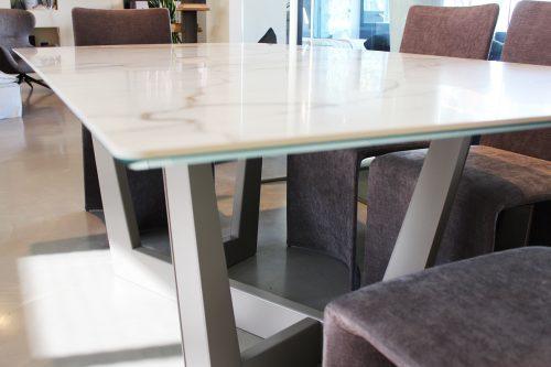 tavolo con piano in ceramica in offerta a Reggio Emilia