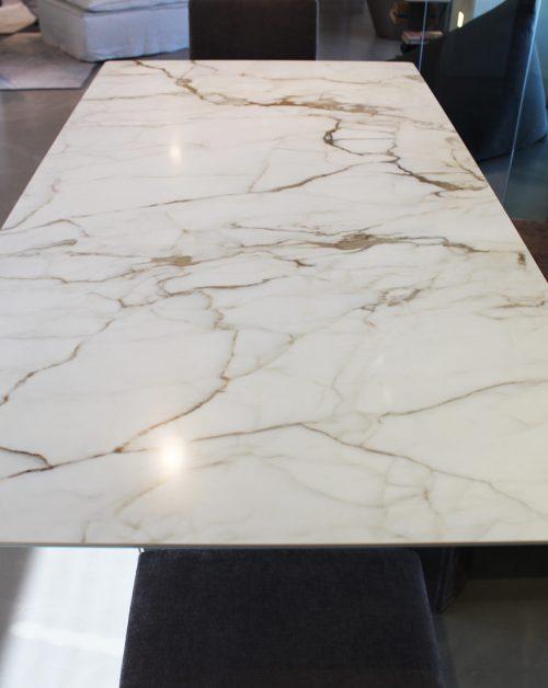 tavolo moderno Bonaldo con base in metallo e piano in ceramica