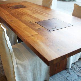tavolo moderno di design in legno massello noce in sconto