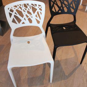 Sedia colorata in plastica di design in sconto