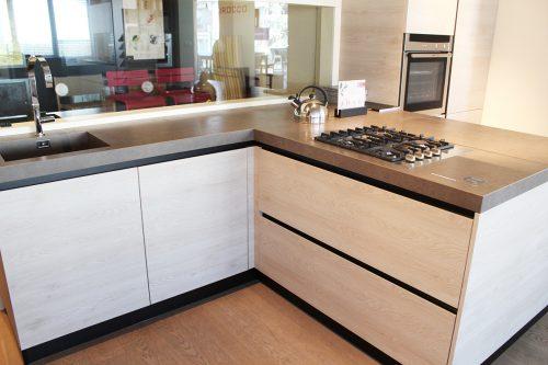 cucina effetto legno con piano in Laminam occasione