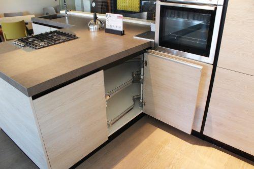 Cucina moderna con piano in Laminam e elettrodomestici in offerta