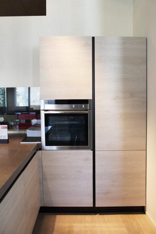 cucina con penisola completa di elettrodomestici in offerta