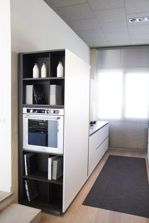 cucina moderna con isola e colonne in offerta Reggio emilia