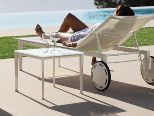 lettino per esterno reclinabile con ruote e batyline in sconto