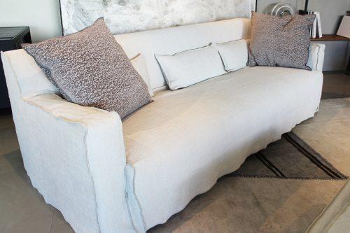 divano con pouf More disegnato da Paola Navone per Gervasoni in offerta