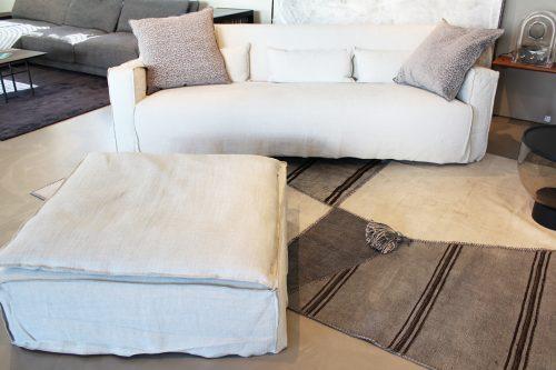 divano con pouf di design in sconto a Reggio Emilia