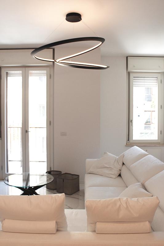 Soggiorno moderno per un appartamento in centro storico