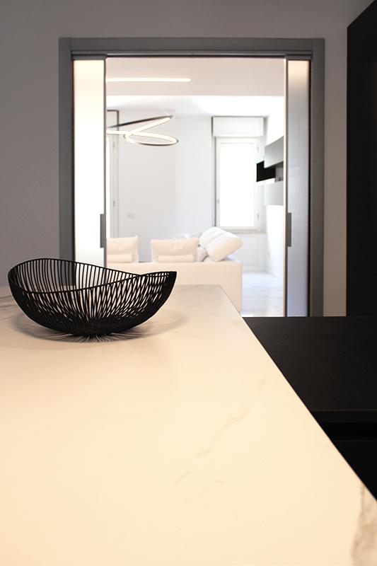 Cucina moderna in bianco e nero