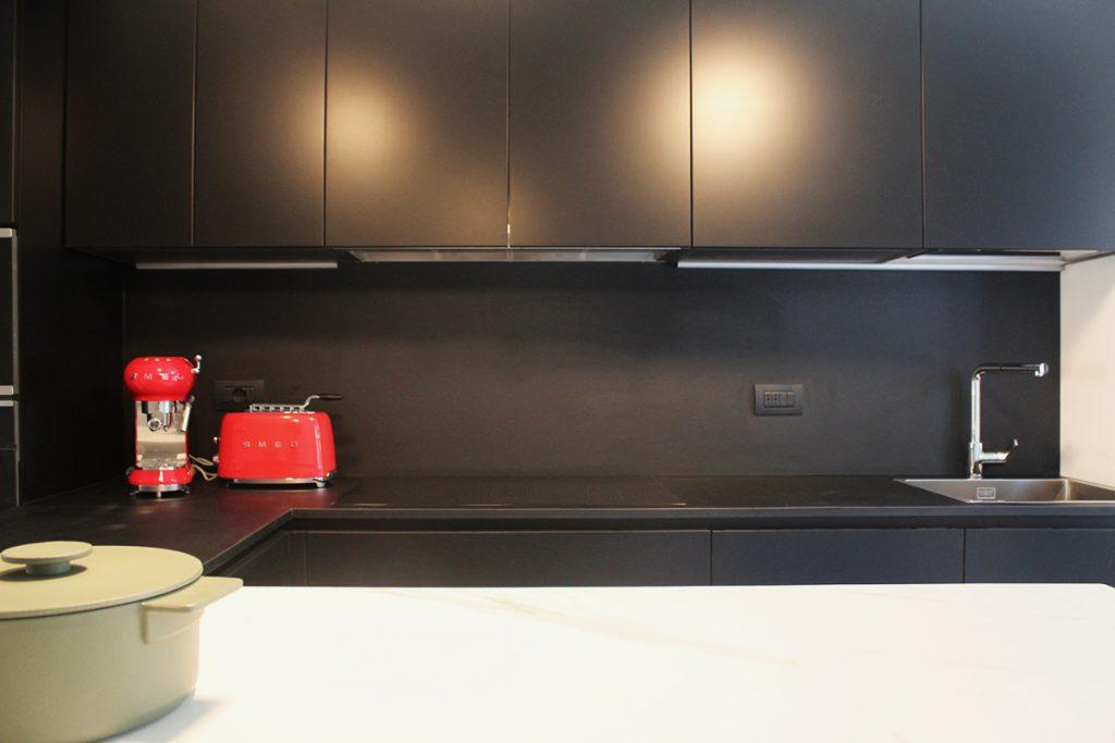 cucina moderna nera