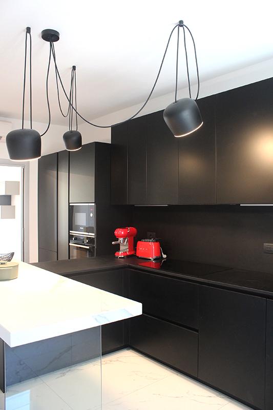 Cucina moderna lineare colore nero