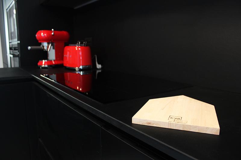 Cucina con basi e top colore nero