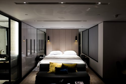 Camera da letto matrimoniale di dimensioni contenute